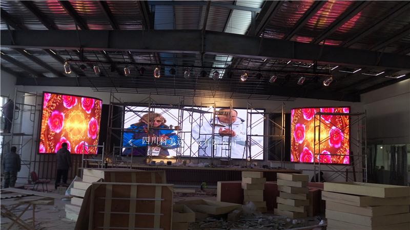 成都室内P4全彩LED显示屏